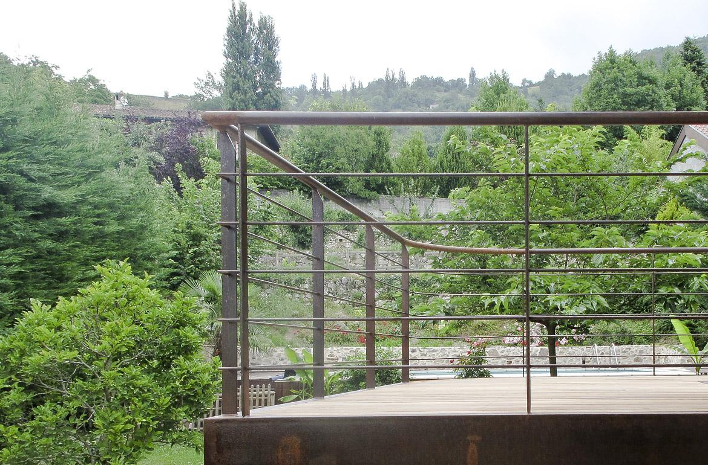 agencement terrasse extérieure métallique