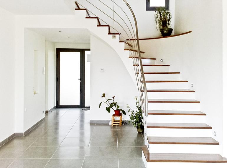 architecture escalier intérieur blanc