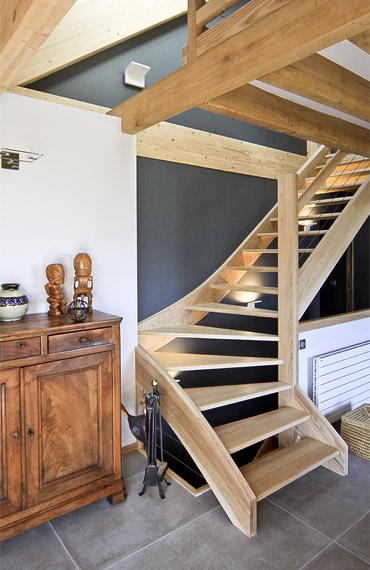 escalier en bois et peinture