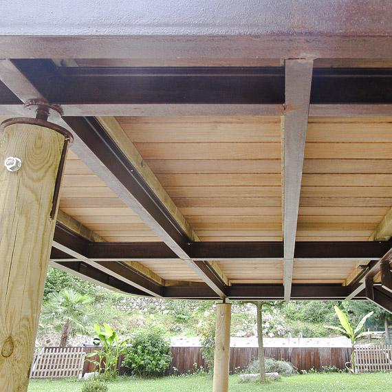 terrasse suspendue en bois et métal, agencement des matériaux