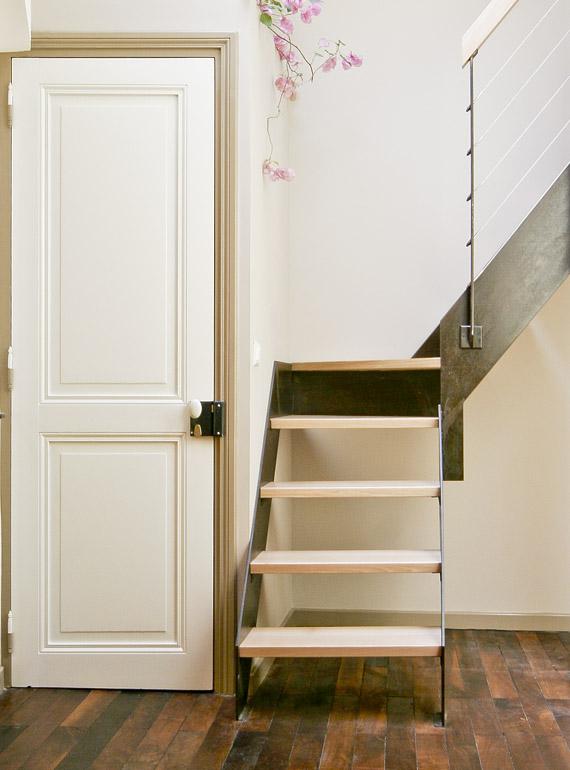 Escalier et palier vers étage