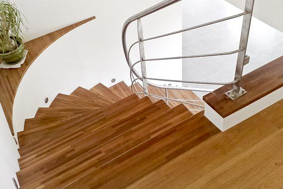 marches en bois, architecture escalier d'intérieur