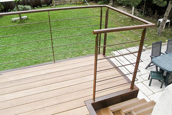 aménagement terrasse suspendue bois et métallique