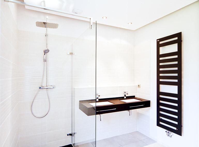 douche et lavabo art déco