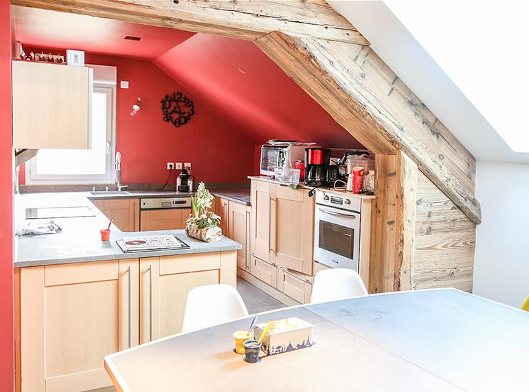 cuisine rénovée et aménagée sous mansarde