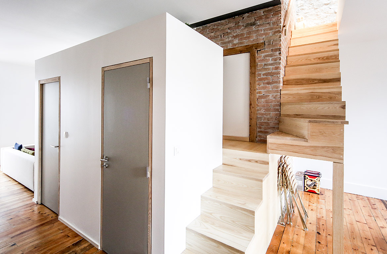 aménagement intérieur 2 escaliers et blocs