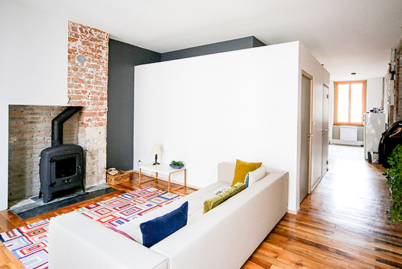 aménagement intérieur salon avec poele