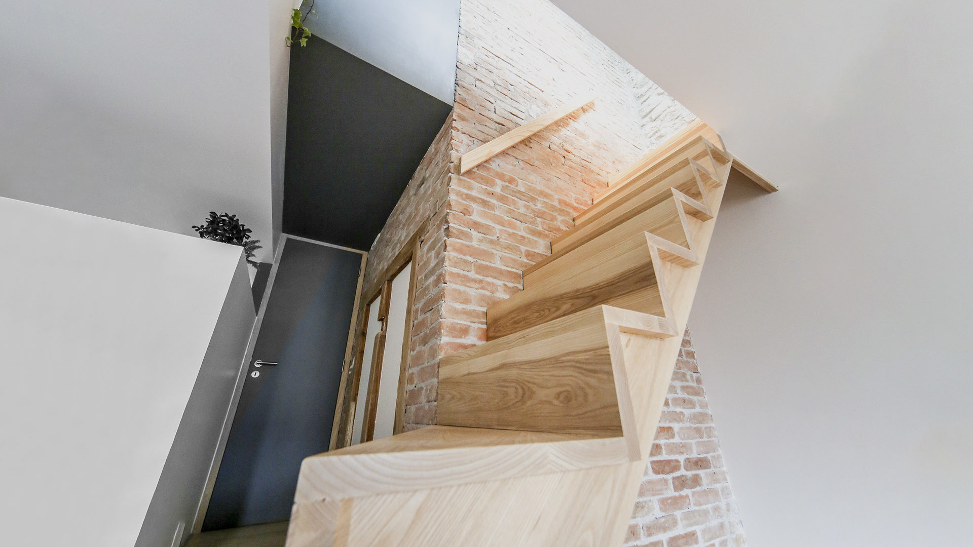 création deux escaliers en bois dans une maison