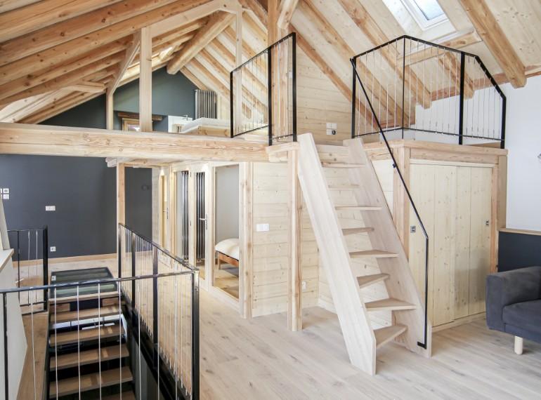 aménagement intérieur d'un chalet d'alpage en bois