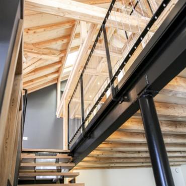 intérieur chalet en bois et métal